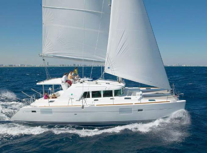 catamaran de lujo en cancun lagoon 44