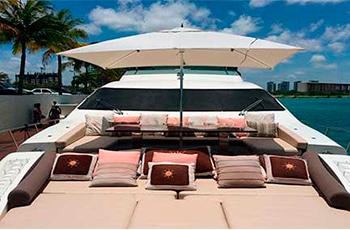 Renta de yates de super lujo en Cancun azimut de 85 pies charter privado