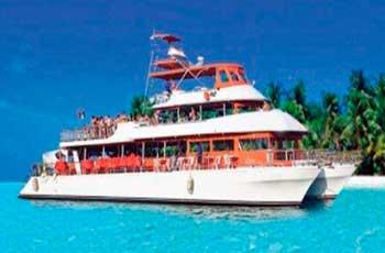 Catamaranes para grupos grnades, catamarans para paseo en familia, Puerto aventuras, tour de snorkel, Renta de catamaranes en Cancun, ISla Mujeres, Puenta Nizuc, Isla Blanca, Puerto Morelos, playa del carmen, cozumel Renta de yates para grupos grandes