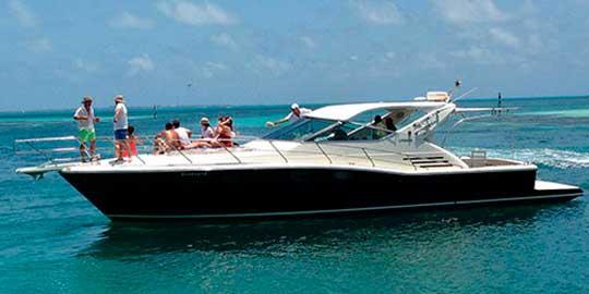 Uniesse 48 pies Renta de yates en Cancun