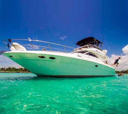 Uniesse 48 pies Renta de yates en Cancun, ISla Mujeres, Puenta Nizuc, Isla Blanca, Puerto Aventuras, Puerto Morelos, playa del carmen, cozumel