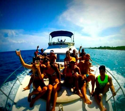 renta de yates de lujo en cancun, isla mujeres y cozumel