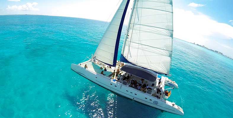 Renta de yates en Cancun, Renta de Catamaranes, Catamaran Tour, snorkel, Cancun, Isla Mujeres, barra libre, fiesta