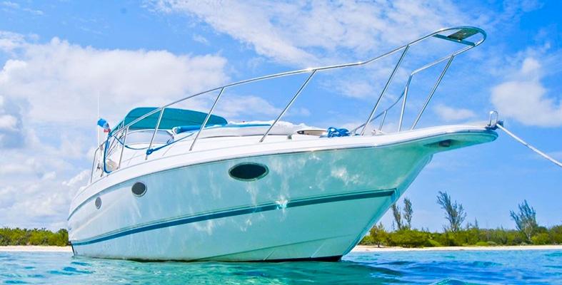 Renta de yates en puerto aventuras, charter privado, tour de pesca, pesca deportiva, yate para pesca, akumal, tulum, playa del carnen Chris Craft Crowne Puerto Aventuras