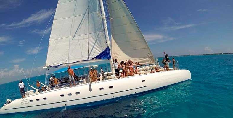 Renta de yates en Cancún, Renta de Catamranes para Grupos, Tour de Snorkel Privado, Charter en Catamran
