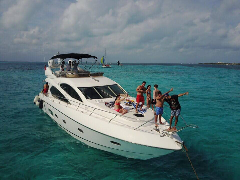 Azimut 45 pies renta de yates de lujo en riviera maya