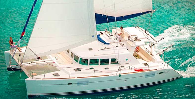 renta de catamaran de lujo en Puerto Aventuras