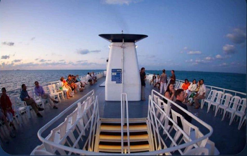 3 piso al aire libre de yate para eventos en cancun