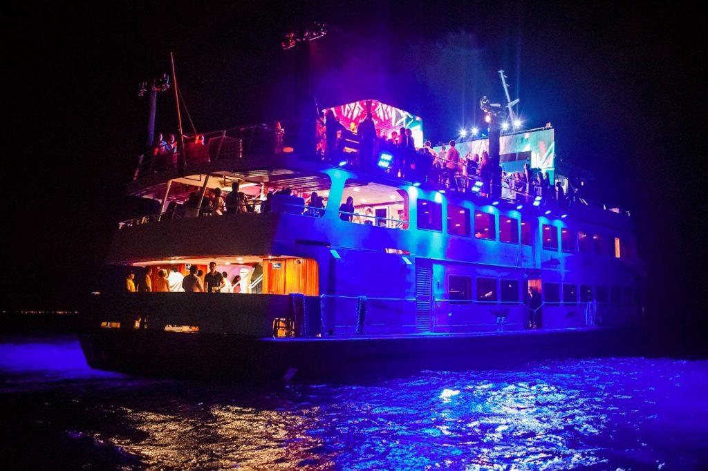 barco para bodas de noche cancun