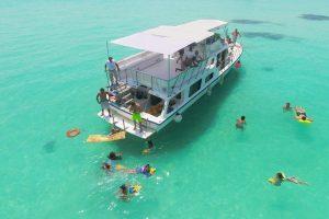 Renta de barco para grupos en Isla Mujeres