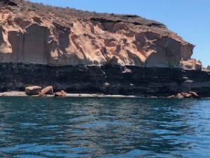 Renta de yates en la paz, isla espiritu santo, formaciones de piedra