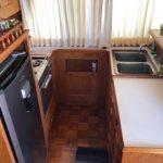 cocina completa en barco para pernocta en La Paz