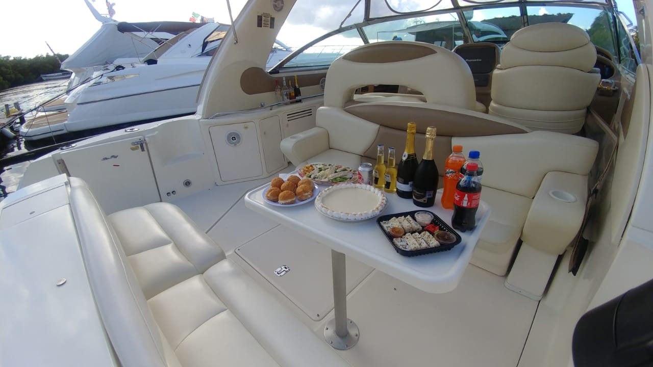 sea ray 41 popa con champagne en cancun