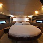 Renta de yates en La Paz Azimut 38 MEDEX camarote principal