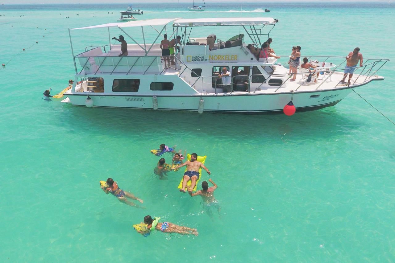 barco para grupos en renta en cancun