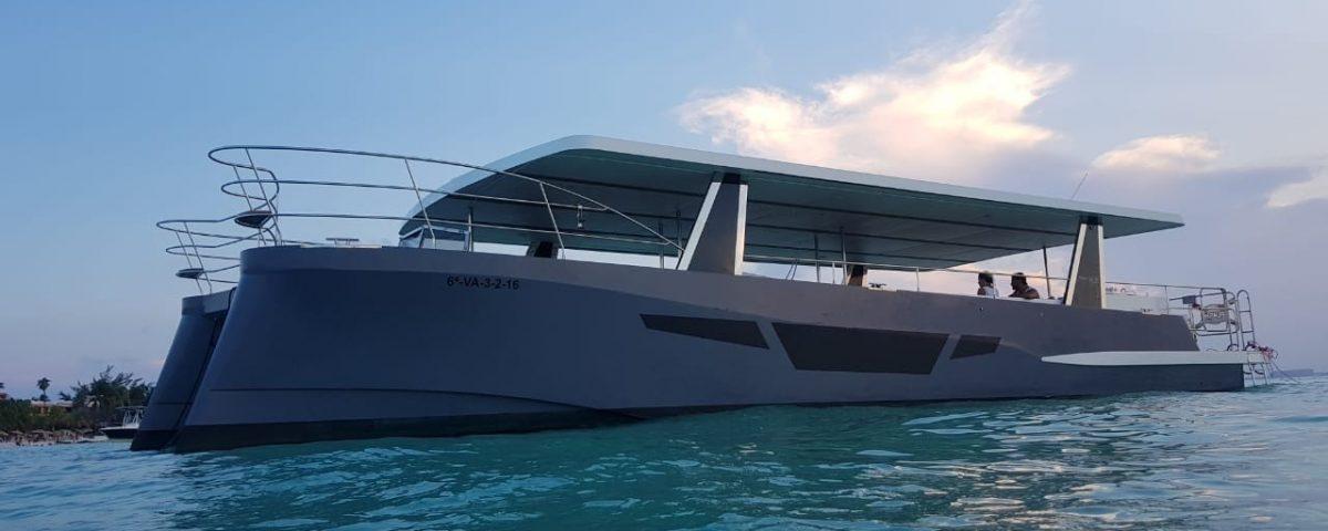 barco lujoso para grupos en cancun